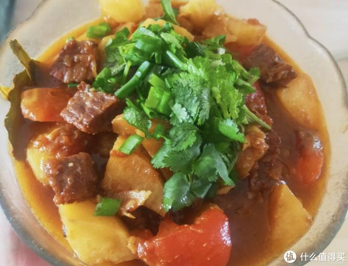 西红柿土豆炖牛腩,炖的时候再配上一味酱,想不好吃都难
