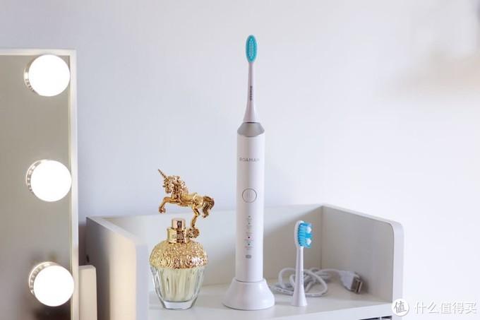在齿间感受科技带来的幸福:罗曼E7电动牙刷体验
