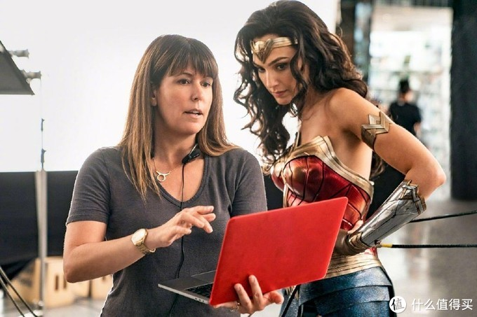 经典翻拍继续,盖尔·加朵将出演埃及艳后,继续与《神奇女侠》导演合作,旧版女主是伊丽莎白·泰勒