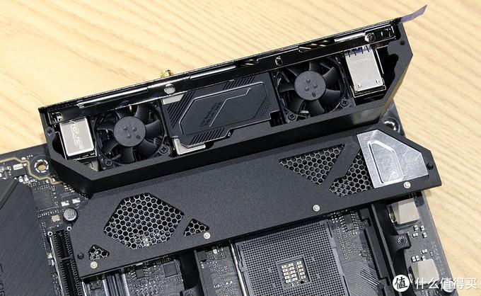 华硕ROG C8I主板 集成双风扇的一体化I/O上盖