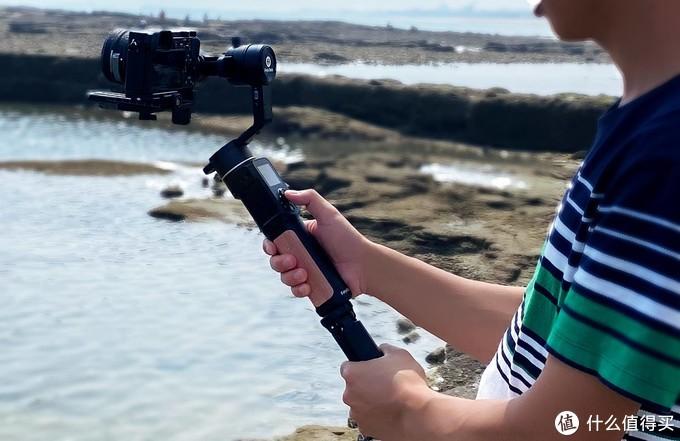 入门级微单相机稳定器,飞宇AK2000C值得入手吗?