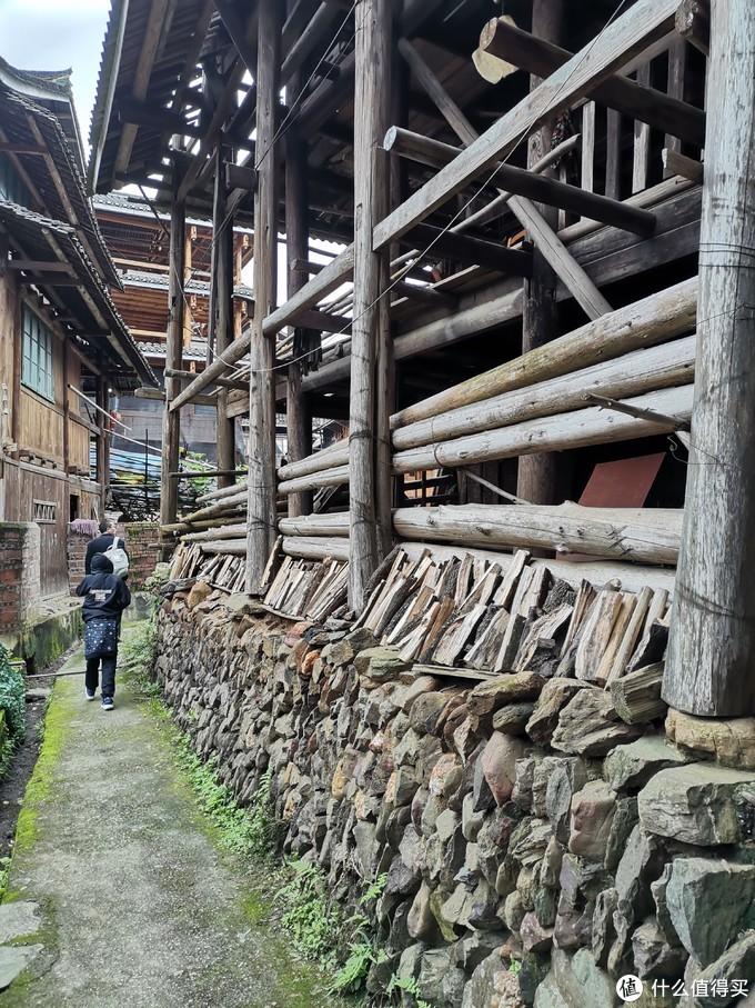村子虽然改变甚大,但是传统的建筑风格还是保留了不少
