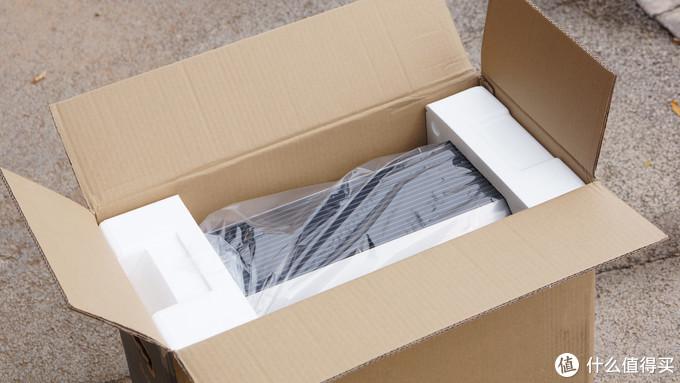 开箱,减震泡沫紧致保护的很好。