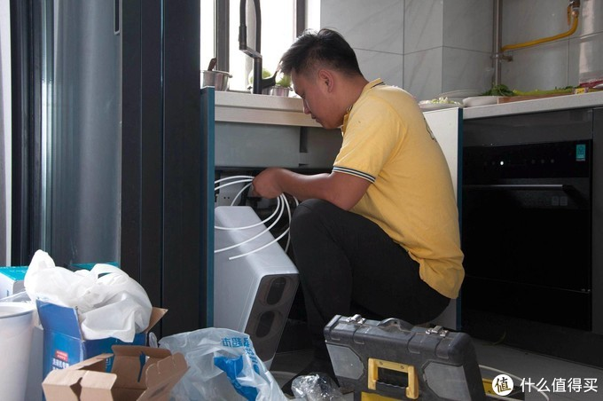 网易严选净水机:厨下安装节省空间,新鲜好水10秒接满一大杯