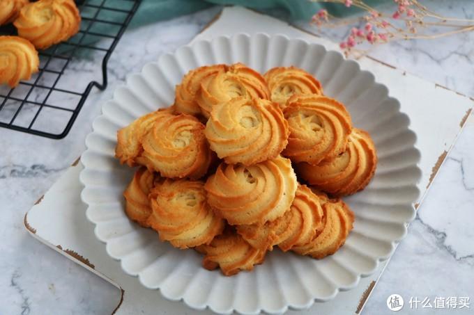 曲奇饼干在家做,简单几步又酥又脆,特别解馋