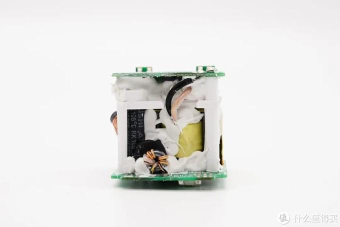 拆解报告:良值40W氮化镓USB PD快充充电器