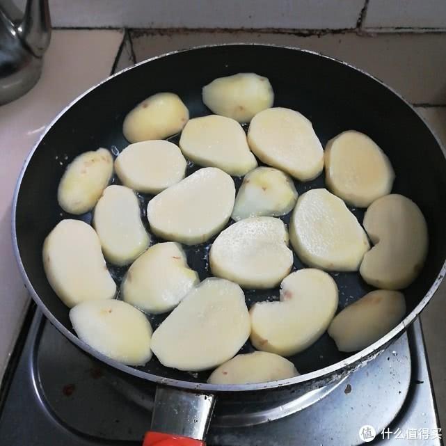 土豆焖鸭你吃过吗?学会在家做给家人,绝对惊喜