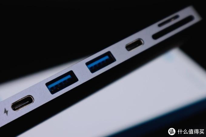 为MacBook量身定制的Anker七合二扩展坞