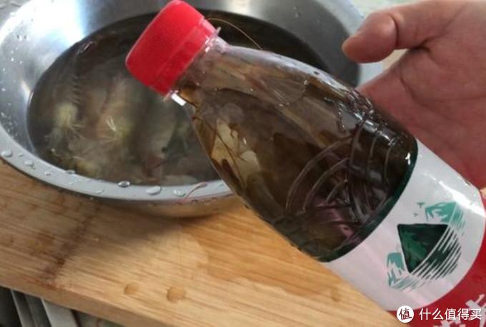 大虾保鲜不要直接放冰箱!学会老渔民这2招,吃着像鲜虾