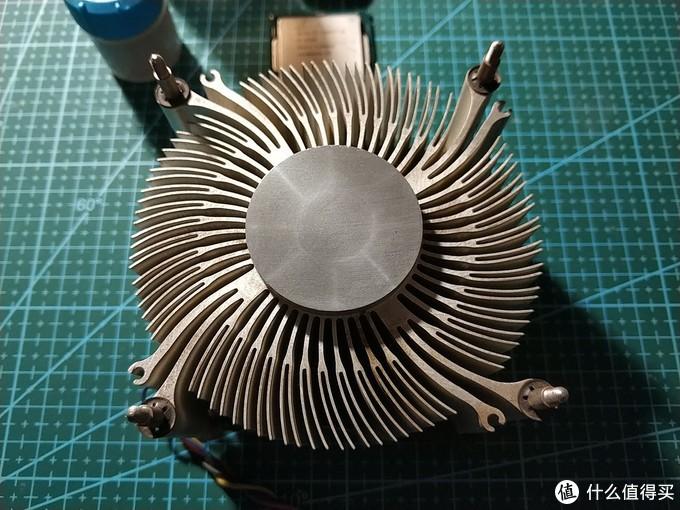 相熟的电脑公司处0元购的惠普拆机散热器,我一直很好奇底面为什么有一个圆圈+八条发散线的痕迹,是否开光过?请各位吴彦祖到评论区留言告知原因,感激不尽!