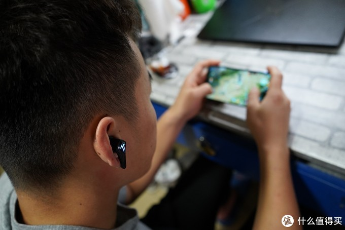 原来耳机还能这么酷 Tezo Spark 潮流电竞蓝牙耳机体验