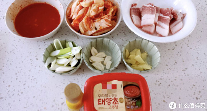 爱吃韩国料理的小伙伴,一定要试着做一下这道辣白菜炒五花肉