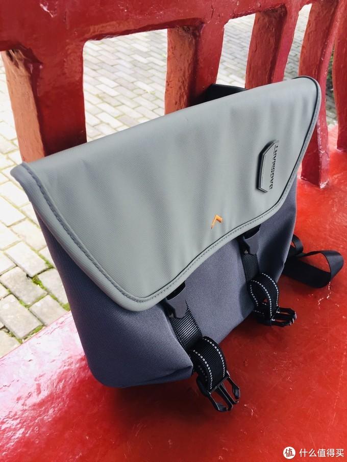 结实耐用、收纳方便的bagsmart的牛津布邮差包体验
