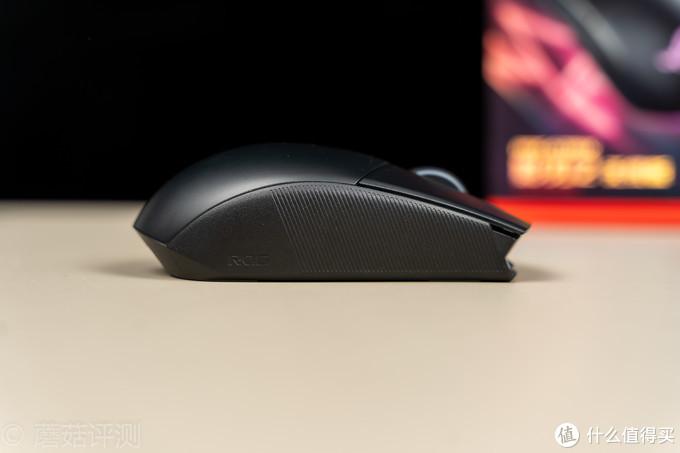 手感出色,设计新颖、ROG影刃2无线版鼠标 拆解评测