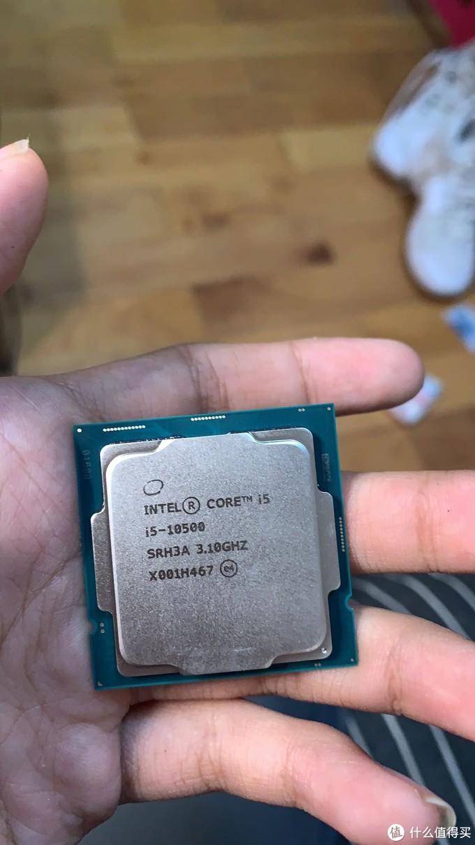 小孩子捧在掌心的CPU