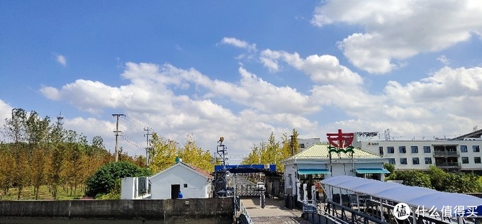 杜行渡口的过江轮渡/闵行剑川路边的一个迷你小渡口/拍跨江大桥风景的好地