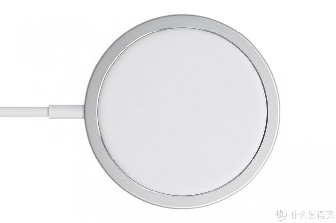iPhone推出MagSafe磁吸无线充电器,自动对准吸附功率达15W