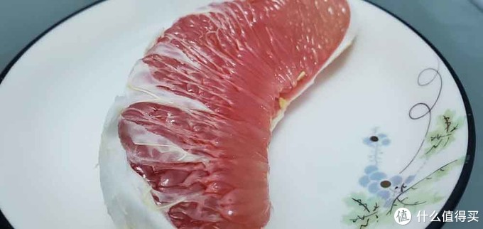 (放进美的545升冰箱保鲜24h前的红柚实拍图)