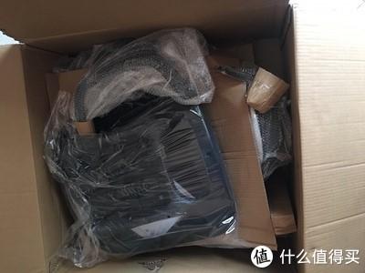 打开来,可以看到每个部件都有专门的包装袋,并且还用硬纸板分开放