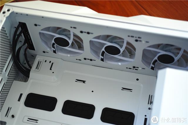 体验评测酷冷至尊中塔机箱:强劲电源方案、清凉垂直风,轻松组装炫酷主机箱