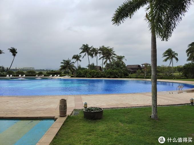 十几年前在这个游泳池游过。