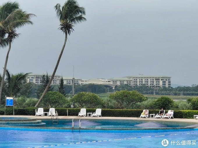 遥望对面的前博鳌索菲特酒店,现在叫博鳌亚洲论坛大酒店。
