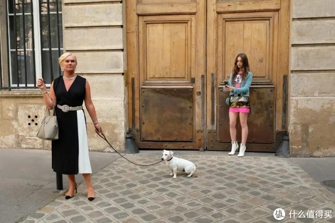 时尚大剧《艾米丽在巴黎》: 穿 CHANEL 的她,为啥还是那么土?