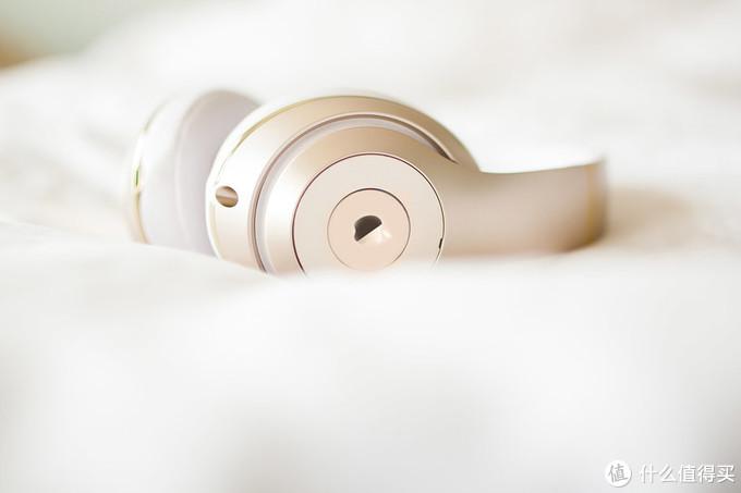华为杠上苹果,推首款头戴式无线耳机,售价或3100元起!