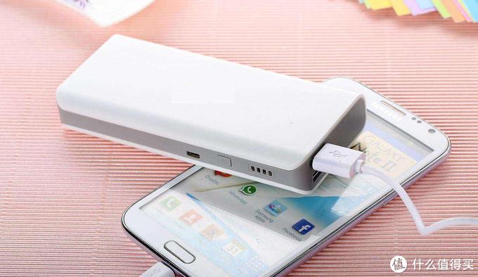 手机电量耗完需充电,为何不设计成可拆卸电池,提供满格电量?