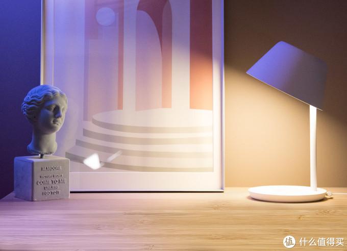 老罗推荐Yeelight星辰智能台灯,支持米家和Homekit、手机无线充电