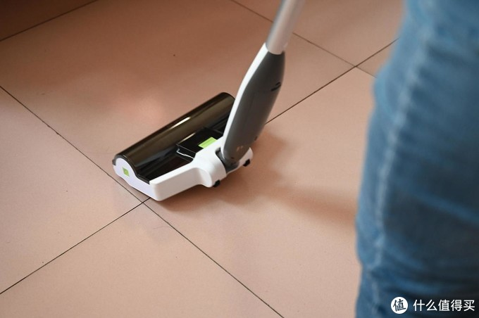 扫地拖地轻松搞定,省时省力的家务小帮手,B10无线自动电动拖把体验