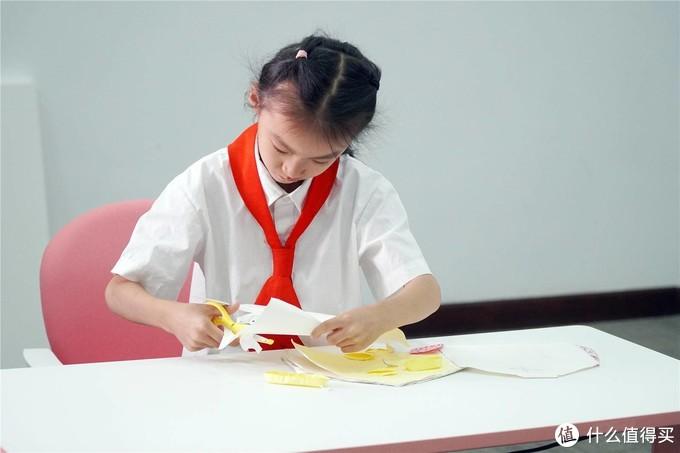 孩子做作业的正确打开方式,乐歌EC1电动升降儿童学习桌评测