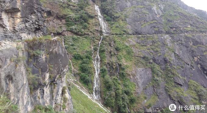 这个路段就是沿着悬崖走,拍照要小心脚下