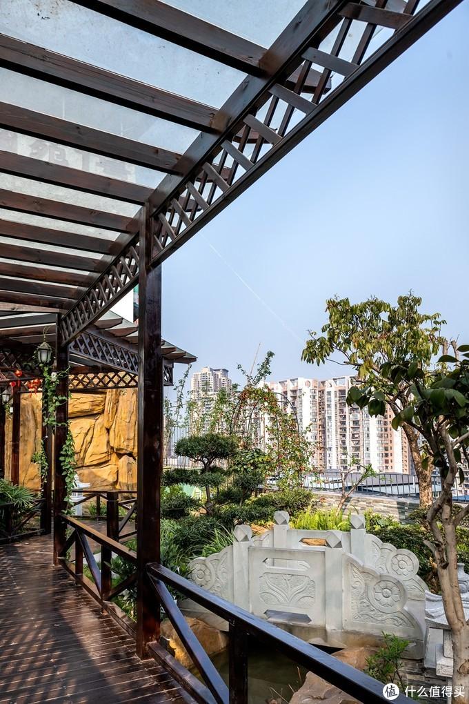 """俏业家●玛瑙花园丨""""连廊""""变绝美空中花园,两套房一个家"""
