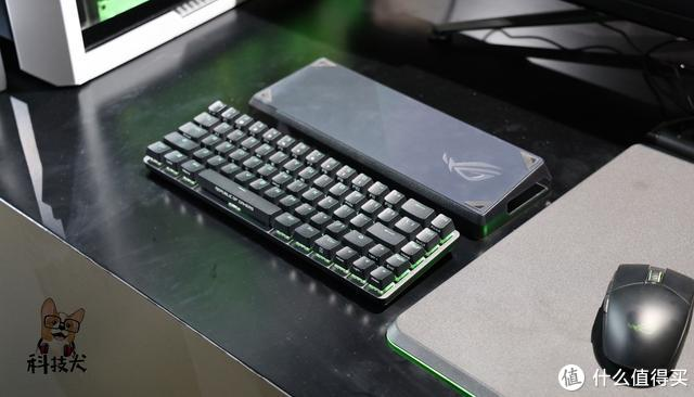 ROG首款无线键盘魔导士实拍:整体仅有68个按键 便携性出色
