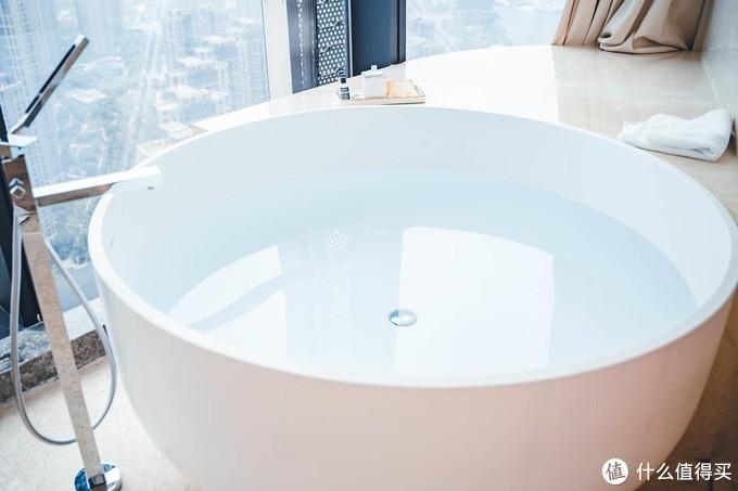 离住迪拜帆船酒店又进了一步——南京卓美亚酒店998元豪华套房体验