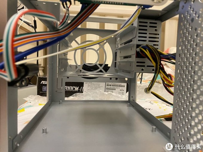 内部空间和硬盘笼