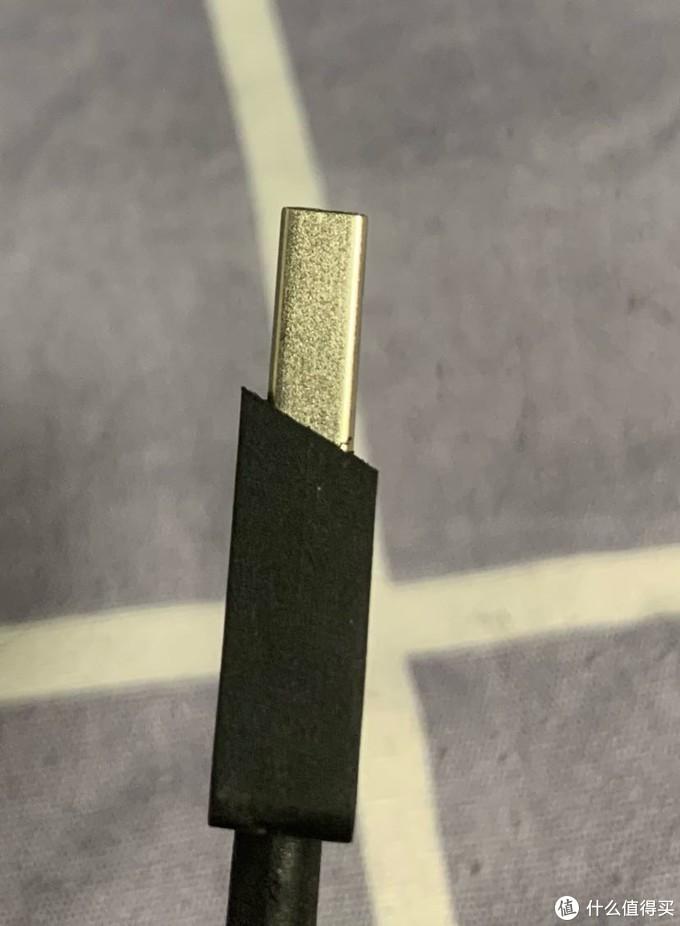 材质是软的,美工刀轻松削平