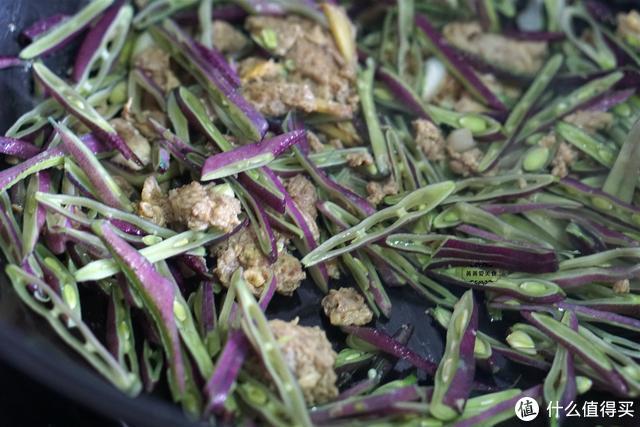 天凉了,吃这菜真是时候,和蜢子虾酱一起炒,胶东人最爱这一口