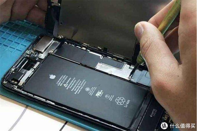 一不注意就会鼓包,为什么手机电池会这样?你应该了解这些