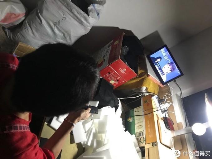 妈妈看上电视啦!夸我是精打细算废物利用大师!