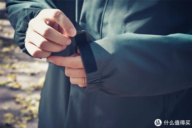 冲锋衣不瞎买:沙乐华抓绒冲锋衣,感觉手已经碰到户外的大门了