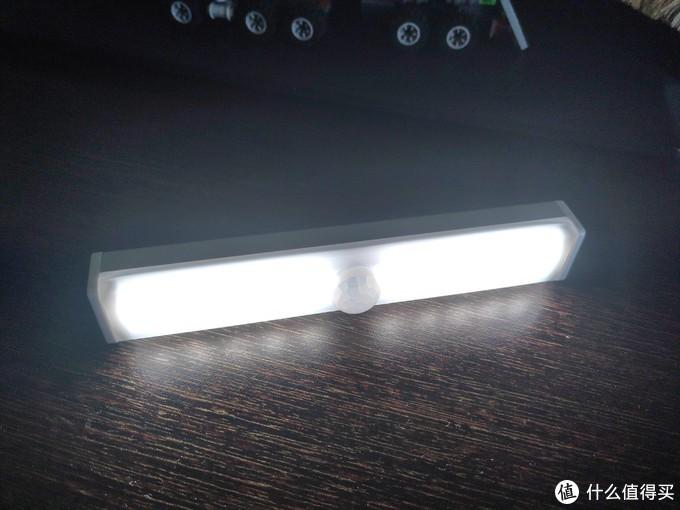 便宜的长条感应灯开箱初测