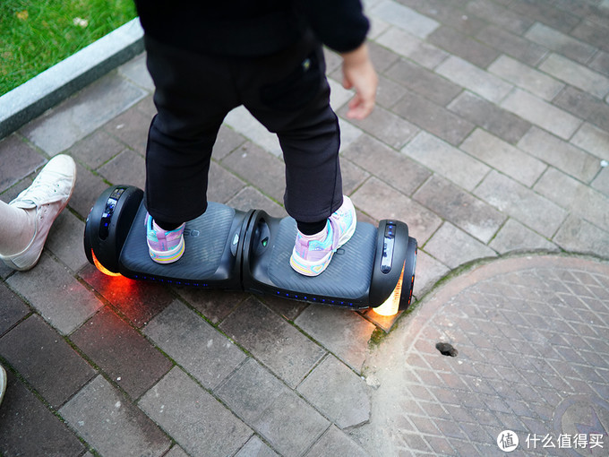 送给4岁娃的神器 用一顿晚餐钱抢先体验360平衡车V1 Pro儿童平衡车