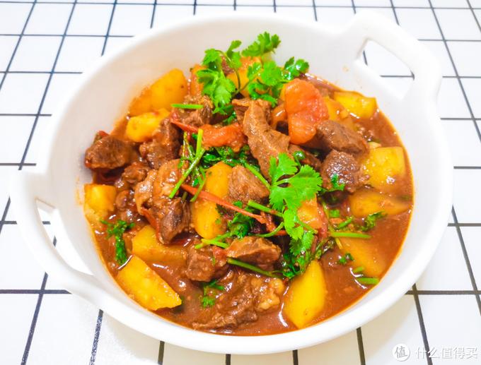 热乎的西红柿土豆炖牛肉半小时就可以出锅,肉质软烂入味且汁多