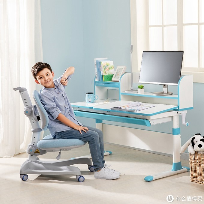 保护视力从学习桌椅开始,妈妈的爱从来不会缺席!天猫护童学习桌椅双11付定金享特权,三重优惠叠加享