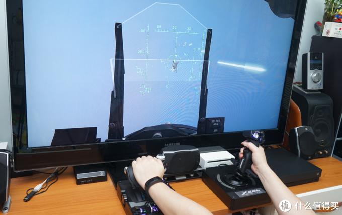 对于飞行它是认真的:罗技 X56 HOTAS仿真飞行摇杆