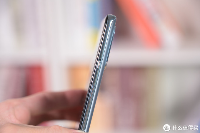 顶级屏幕与65W快充双重加持 一加8T手机评测