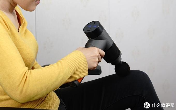 吉影筋膜枪上手体验,IP68级防水,6档调速按摩,告别肌肉酸痛!