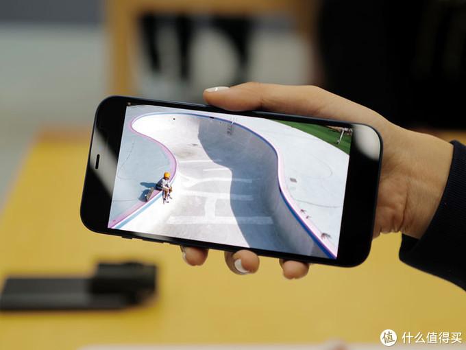 苹果iPhone 12上手 为了信号强度买就是了
